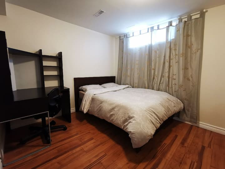 CLEAN & COZY PRIVATE BEDROOM LONG TERM AVAILABLE
