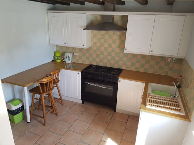 Full Size fully equipped kitchen with 5 burner Gas range, Refrigerator, Kettle, Microwave, Coffee Maker