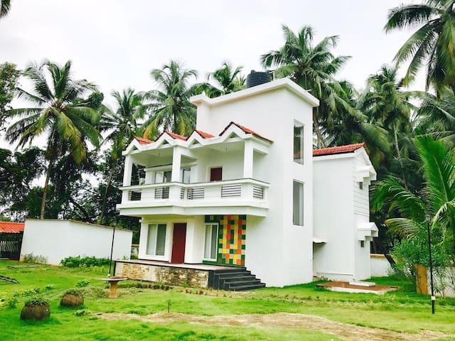 Luxurious 3bhk Villa Near Club Cubana-Baga