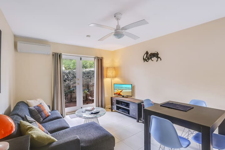 Leafy Clayfield Retreat - close to City & airport