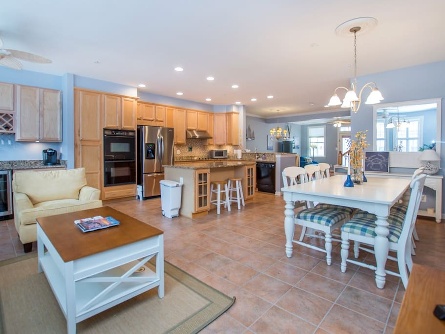 Sunset Island, 21 Sunset Island Drive - Kitchen and Dining Area