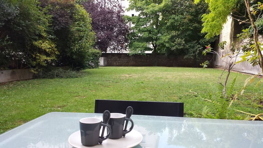St Mande: Pleasant apartment with garden in a quiet and safe neighbourhood - Saint-Mandé - Apartment