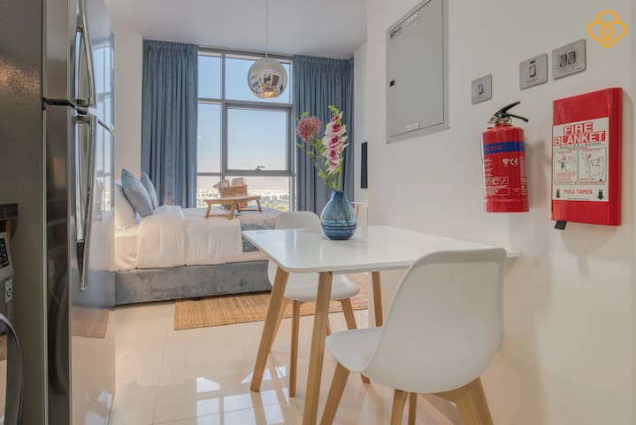 Stylish studio with a view of the park