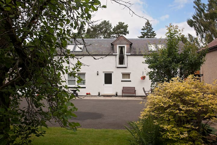 Bright, spacious and warm cottage - Blairgowrie and Rattray - Casa