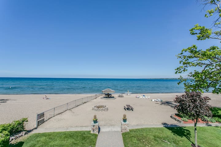 Lakefront Loft with private entrance! Wow! - Port Huron