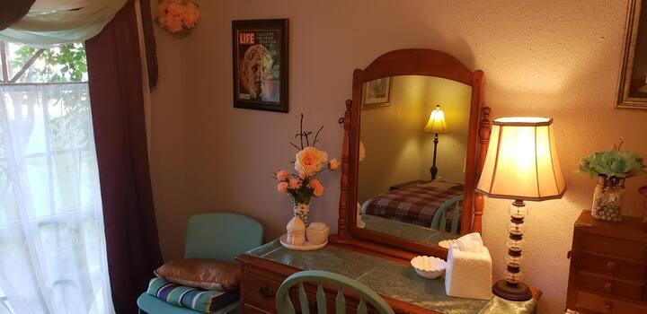 Eclectic cozy room,  in Spring TX.