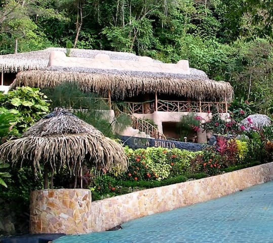 Casa Bonita - Walk to beach, Pool, Jungle, WiFi