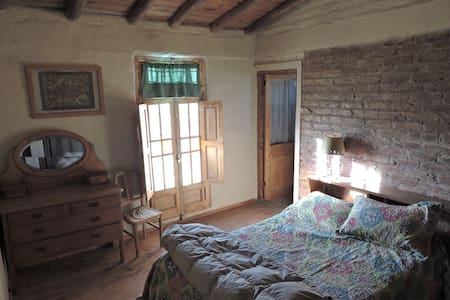 Private bedroom on an authentic Argentine finca - Maipú