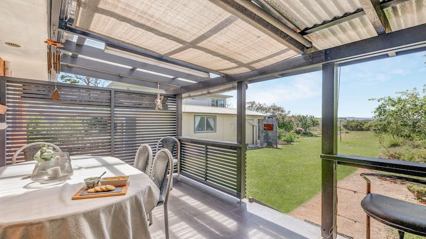 Marnaroo - backing onto Curleys Bay