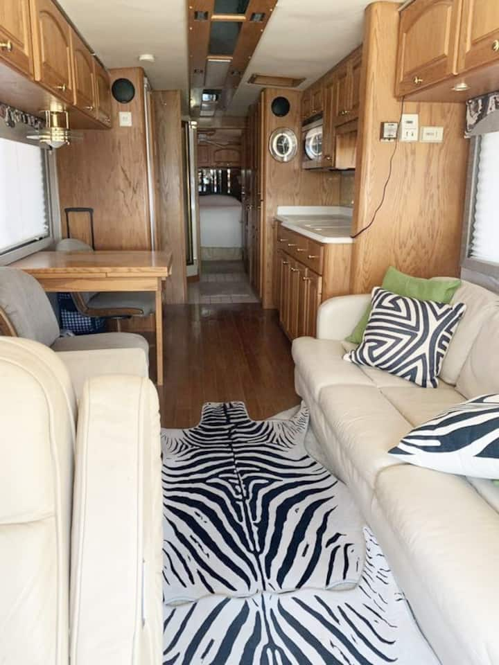BEST SIT ON THE HOUSE stay on site In my RV