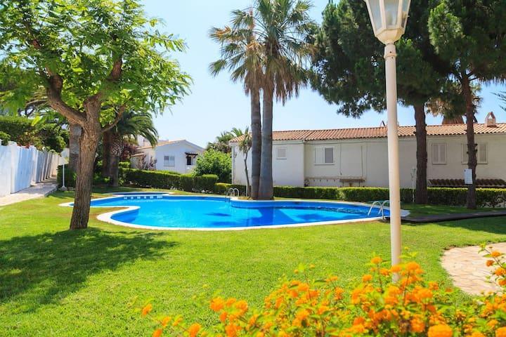CASA BLANCA,frente del mar,barbacoa,piscina,6 pers