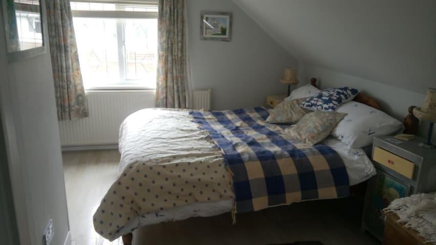 Light dormer double with en suite - Saltdean - Wikt i opierunek