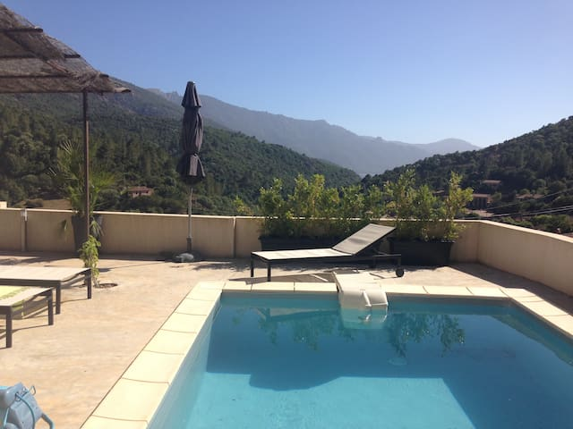 Villa vue mer, piscine, climatisée