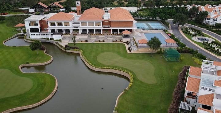Prestige Augusta Golf Villa for Long Stays - Disinfected & Sanitized