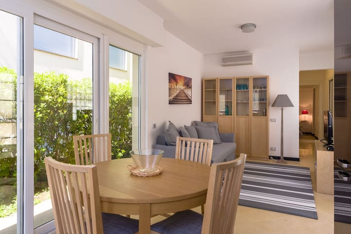 New 95 sqm Sunny Flat with Garden, 100 m from Sea