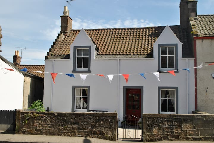 Hillcrest- character cottage in Crail, Fife