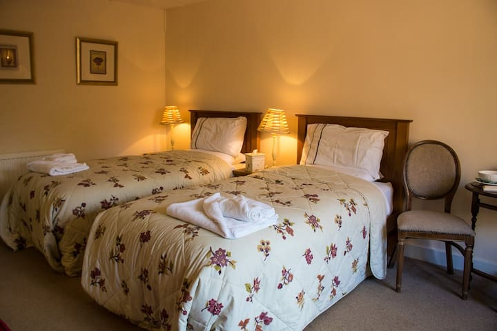 The Old Post House Twin Room