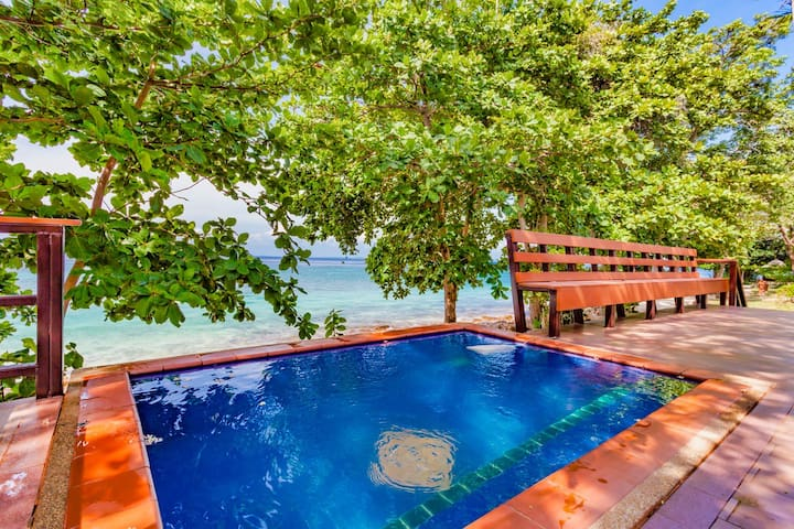 Seaview Family Cottage on Phi Phi with Dip Pool!