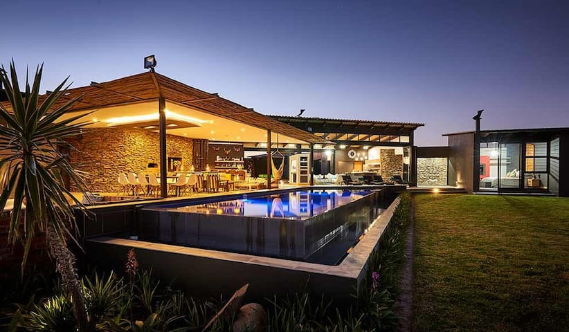 Spectacular home on the Vaal Dam Waterfront