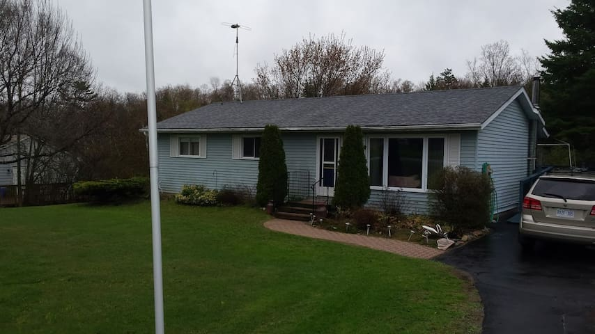 2 Bedroom with private bathroom and family room - Quinte West - House