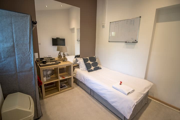 Single bedroom with parking, close to ExCel Centre