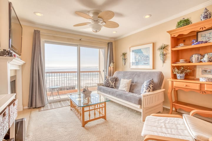 Seascape Suite - Second-Floor Oceanview Condo Includes Pool, Hot Tub and Beach Access!