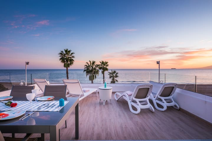 VILLA ON THE BEACH IN MALAGA CITY - Malaga - Maison