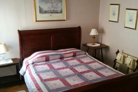 Hawks House Inn Room 4, 1 bed, Sleeps 2 - Walpole