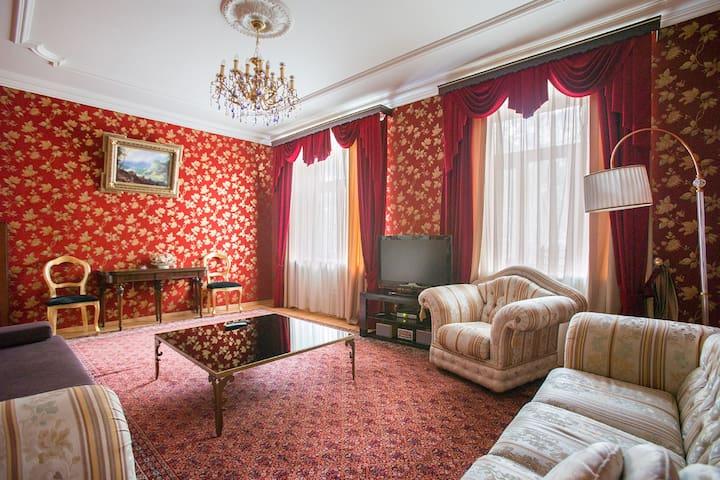 Elegant & Gorgeous 2 rooms apt., Tverskaya