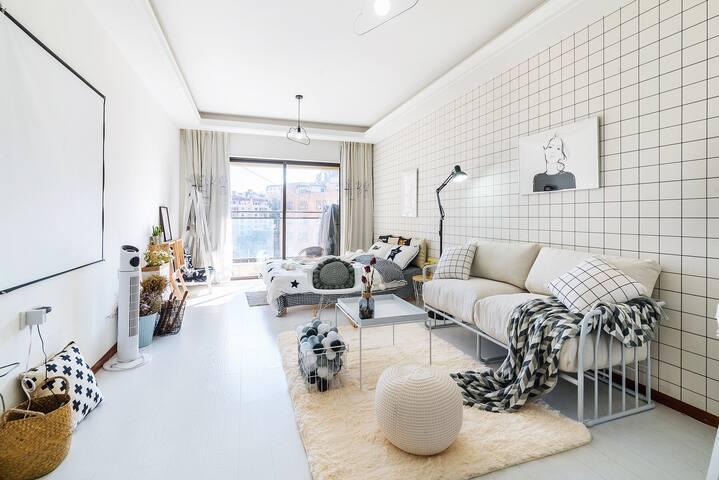 摄影师的家~超高清投影理工大师大云大翠湖北欧公寓入住时间下午两点