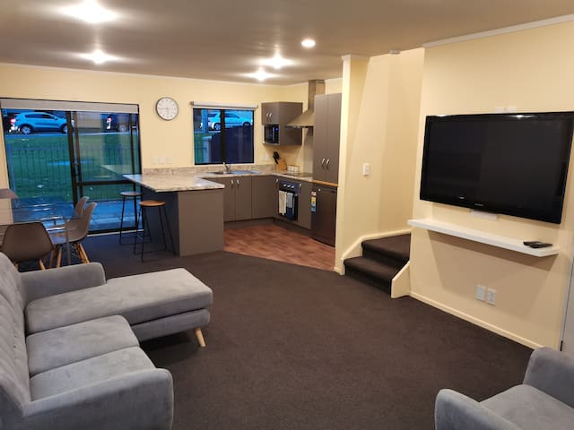 ★Newly furnished Townhouse ★ New Lynn