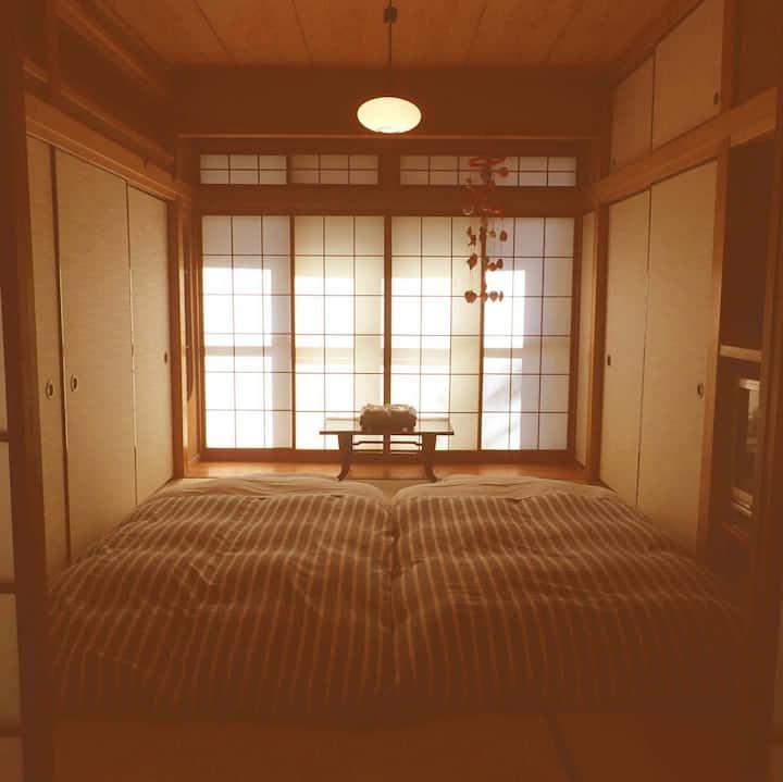 ☆静かで和風モダンな2部屋(4〜5人用)☆箱根・小田原旅行に最適(朝食サービス♪)