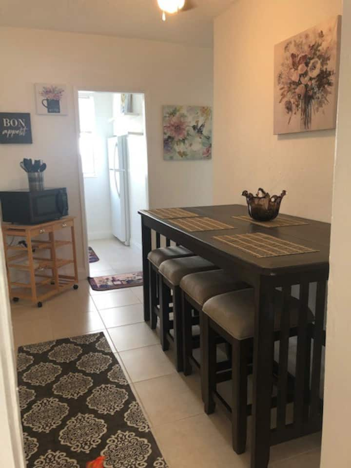 PRIME DELRAY BEACH, 2 BEDROOM CHARMING COTTAGE