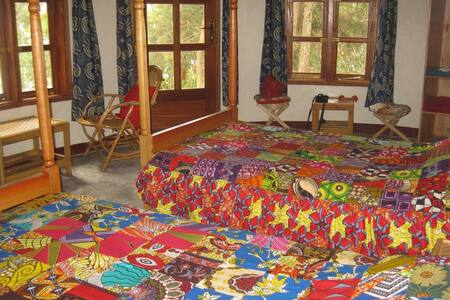 Ekiko caters for up to 3 with a double and single bed. Decorated in bright African prints.