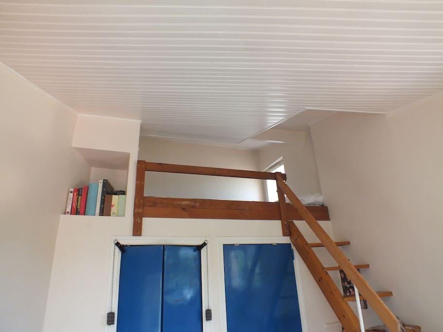 Mezzanine et son lit deux places