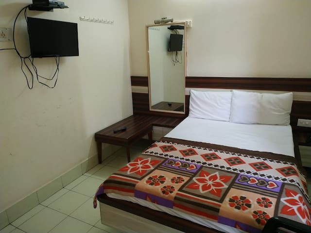 Iroomz Sri Balaji Residency - Single Bed AC Room