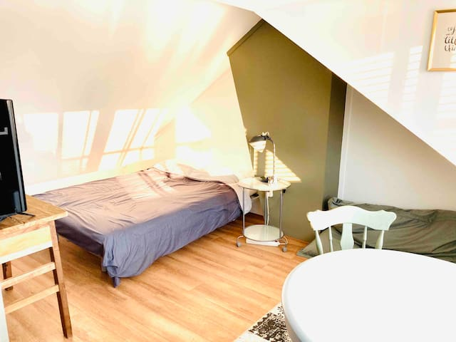 Slaapkamer 3, bed 1,40 x 2,00 m.
