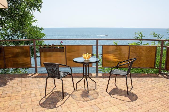 4 Bedroom Family Home with Sea View & Patio