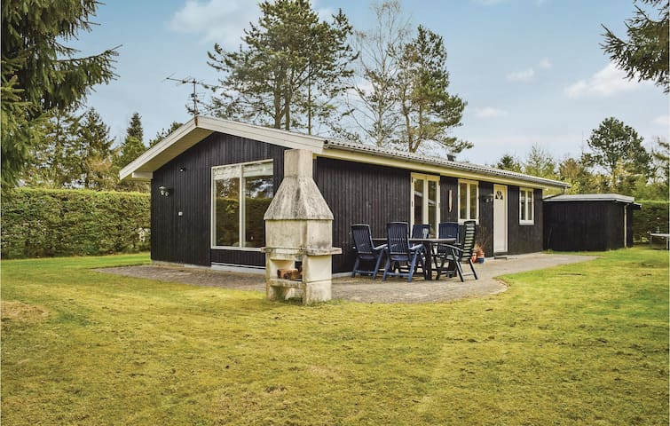 Holiday cottage with 2 bedrooms on 72 m² in Fårvang