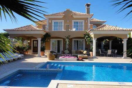 Beautiful 5 bed Villa - Almancil
