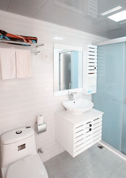 干净独立明亮的卫浴空间