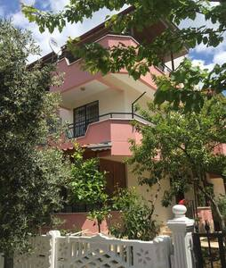 AKÇAY'DA AYLIK HAFTALIK TRİPLEKS - Villa