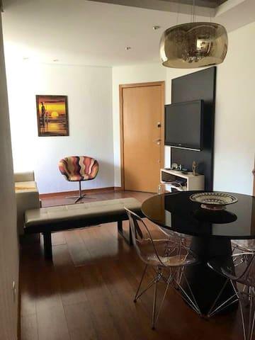 Confortável apartamento, no coração do Buritis