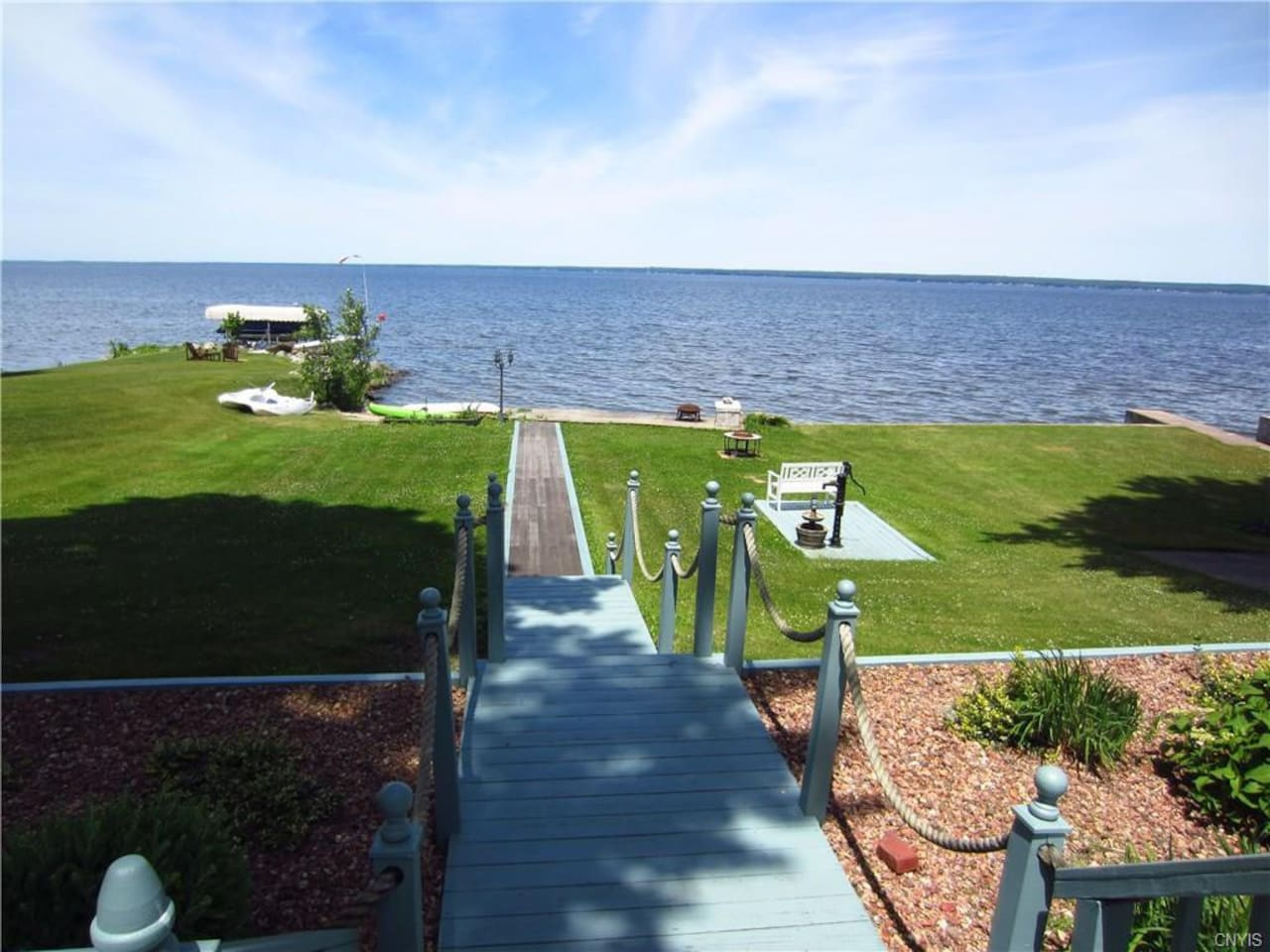 Amazing lake views and easy access to water!