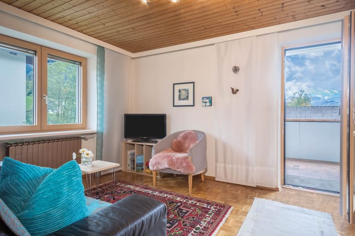 Charming Upper Floor Apartment Försterhaus with Mountain View, Wi-Fi, Balcony & Garden; Parking Available