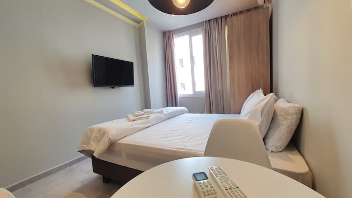 8th Floor Central Apartment, The Luxury Suites