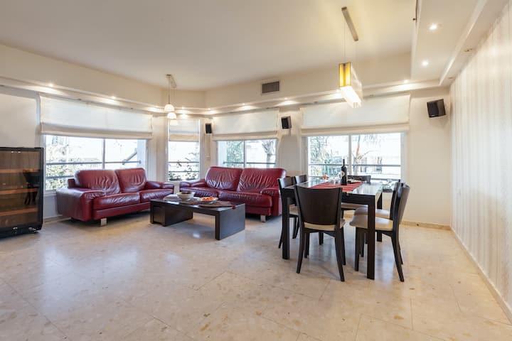 Gorgeous&Central Raanana Duplex w Roof-Terrace