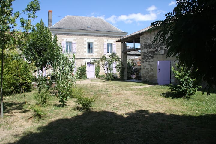 200yr old character-filled French country house - Loudun - House