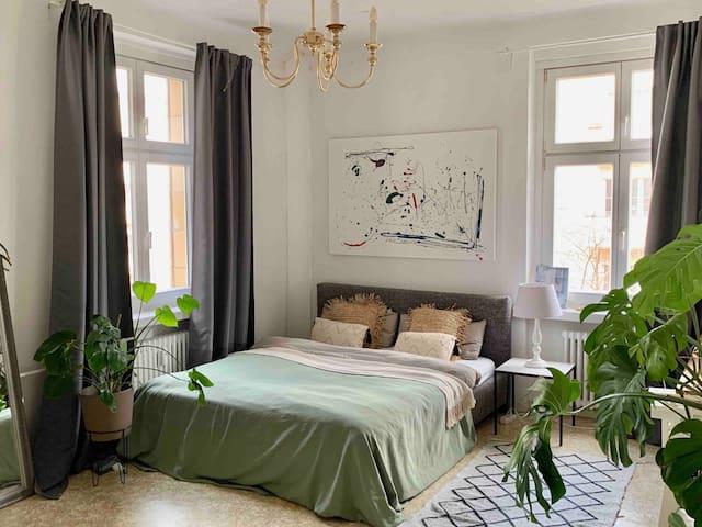 SPACIOUS ROOM in designer apartment Friedrichshain