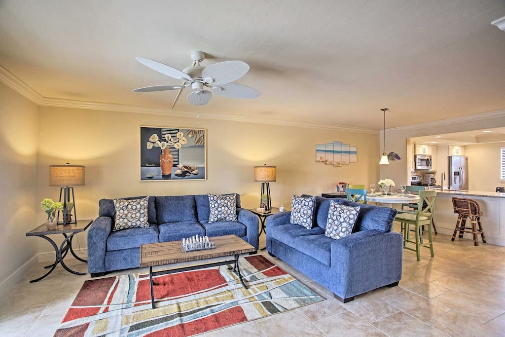 Throughout 1,100 square feet of living space, this condo comfortably accommodates 6 guests for an ideal Cape Coral vacation.